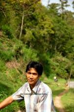 Uda Joni, yang rumahnya ditanemin bunga Rafflesia Arnoldi.