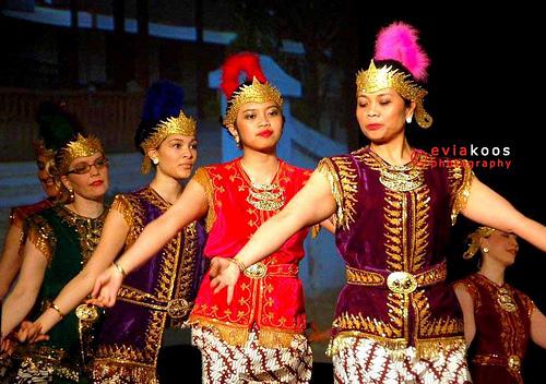 """""""Ratnasari"""" dance"""