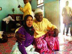 13. Pasangan pengantin baru yang sedang menanti bayi pertama mereka. Sang suami asli Tarak Papua, sang istri asli Bugis Sulawesi.