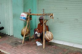 Penjual legen (mungkin)