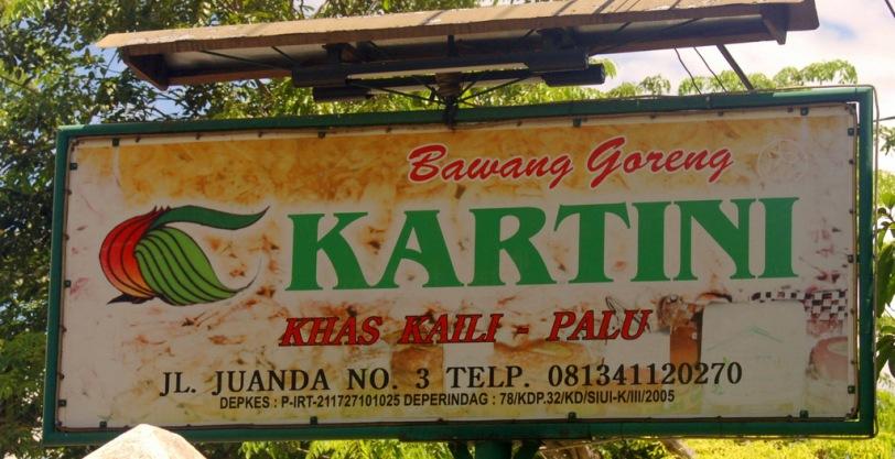 26. Salah satu toko bawang goreng di Palu.