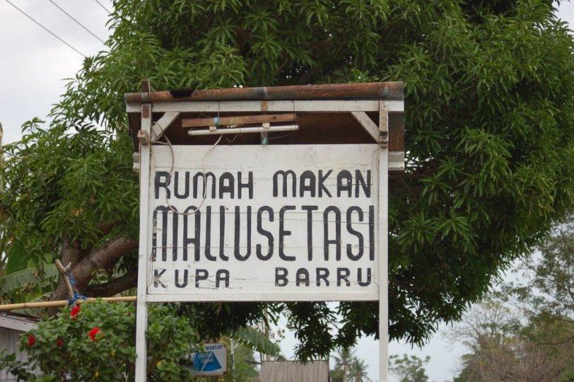2. Papan nama rumah makan Mallusetasi.