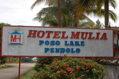 10. Hotel Mulia, di pinggir danau Poso.