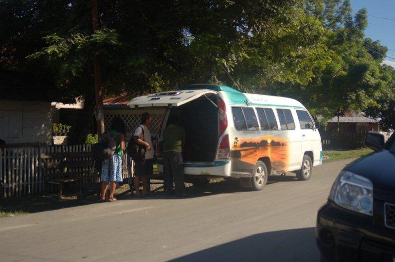 21. Travel Ampana - Palu yang mengangkut kami.