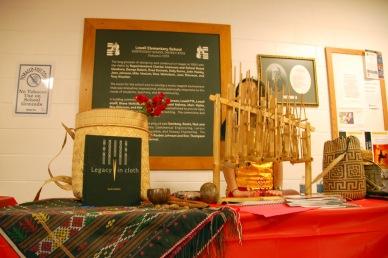 Lapak Indonesia dari dekat. Ulos dengan buku Legacy in Cloth: Batak Textiles of Indonesia mejeng dengan anggun.